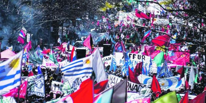 Picture principal - Paro general en Uruguay, otra bofetada para las políticas de Luis Lacalle