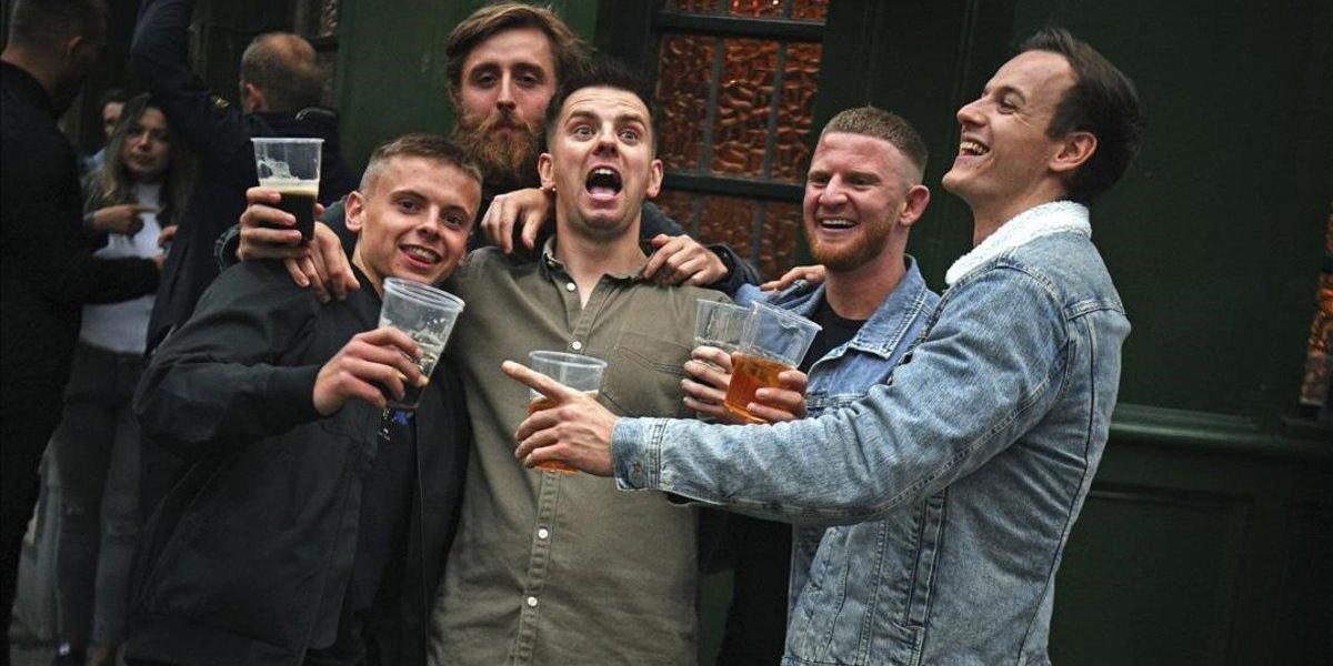 inglaterra-los-borrachos-no-respetan-distancia-social-dijo-policia