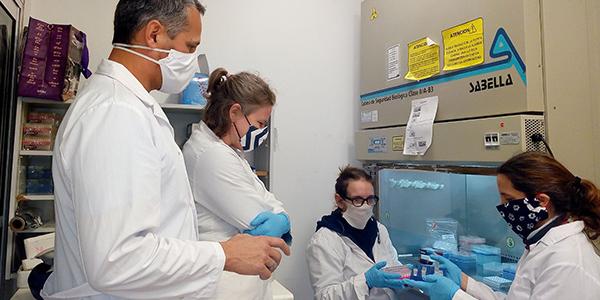 Imagen de la nota 'Prueban método de la UBA para evitar contagios a la hora de hacer los test de Covid'