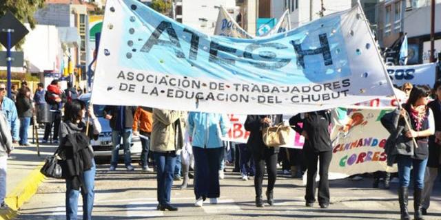 Imagen de la nota 'Los conflictos y reclamos docentes se extienden por el país'