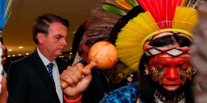 Imagen de la nota 'La corte suprema obliga a Bolsonaro a proteger a los indígenas del contagio de coronavirus'