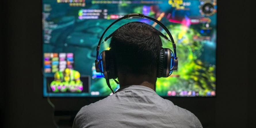 un-joven-chino-sufrio-derrame-cerebral-jugar-22-horas-diarias