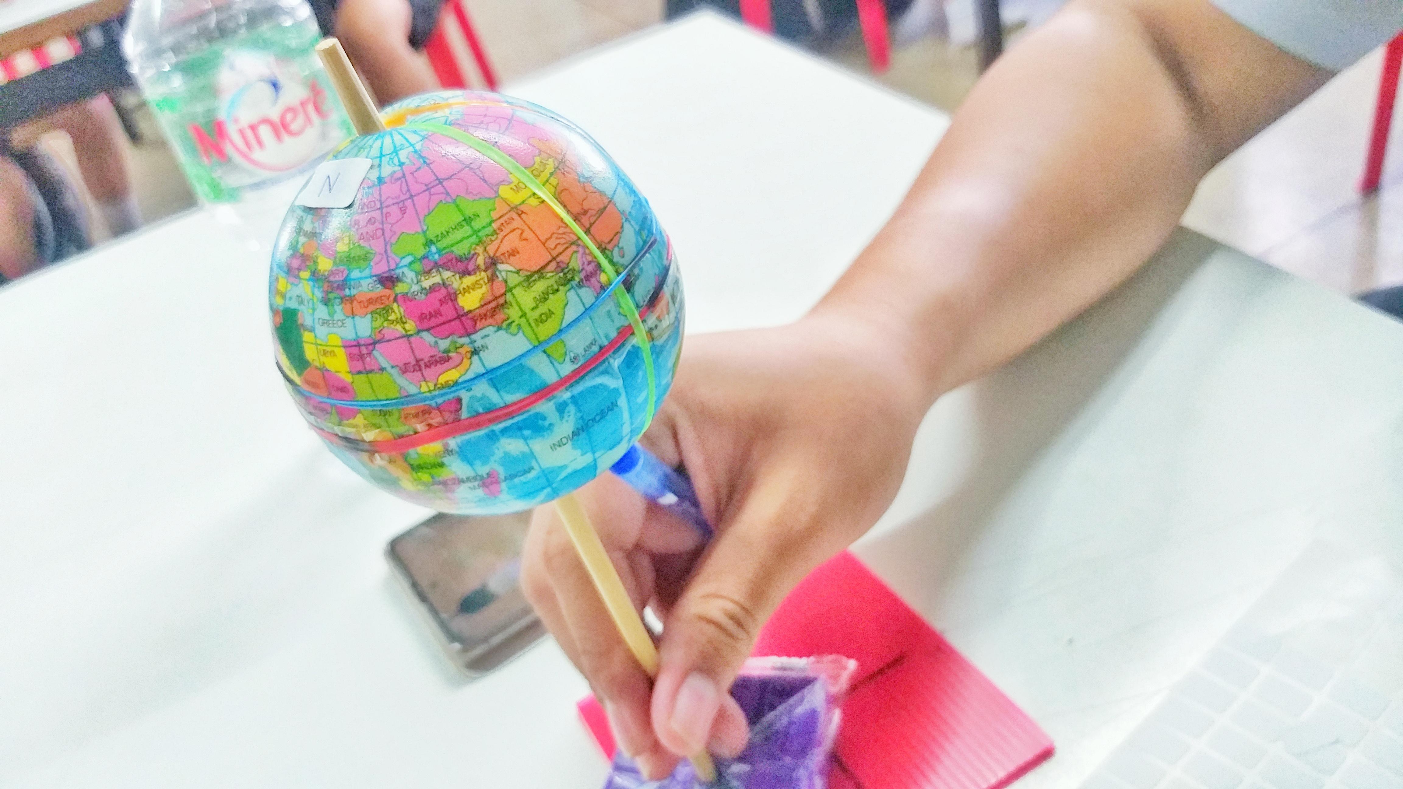 ภาพประกอบไอเดีย โลก ดาราศาสตร์ การเรียนที่เด็กจับต้องได้