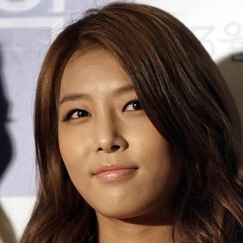 Yubin: Profile, Age, Weight, Height, Facts | Hallyu Idol