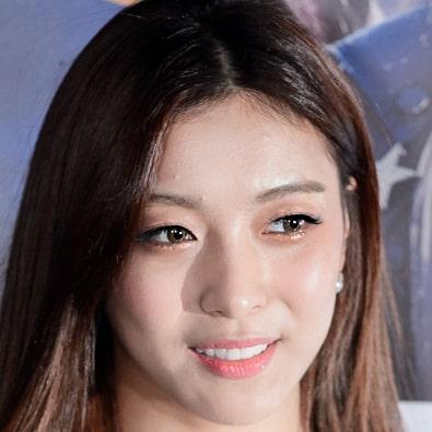 Luna: Profile, Age, Weight, Height, Facts | Hallyu Idol
