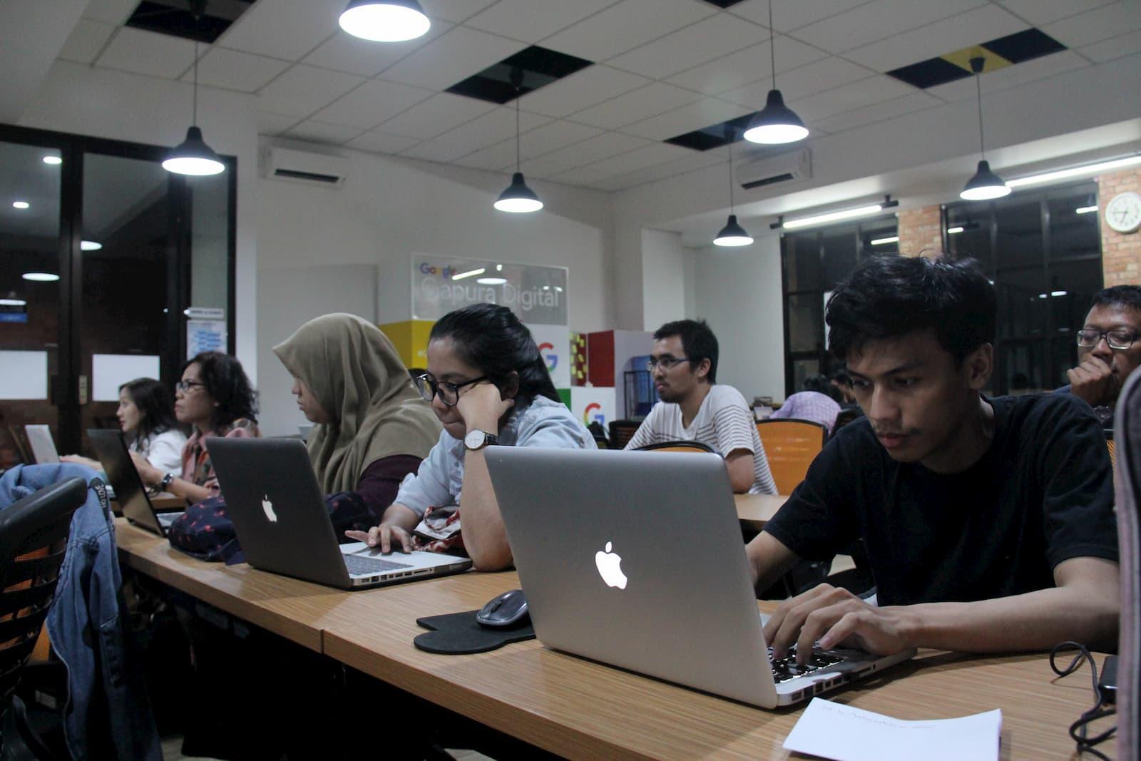 Kelas Estubizi Brosur Digital untuk Bisnis