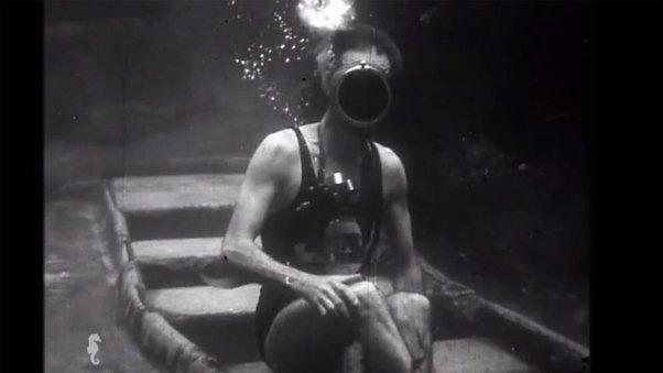 Sous l'Eau (Underwater)