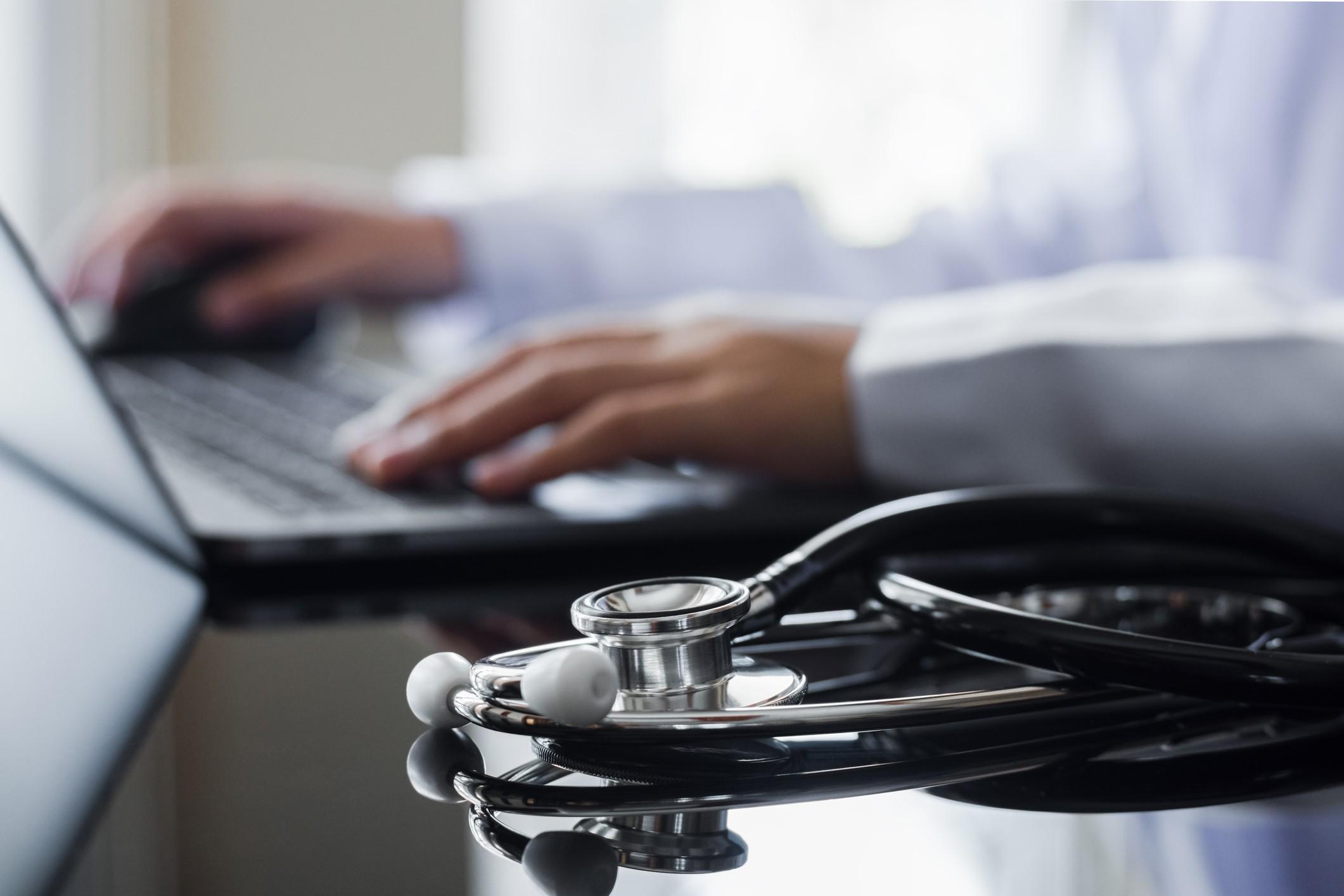 6 benefícios dos laudos de exames online disponíveis para clínicas