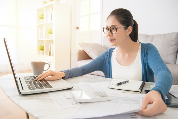 Should I Prepare my Own Taxes or Hire an Accountant?