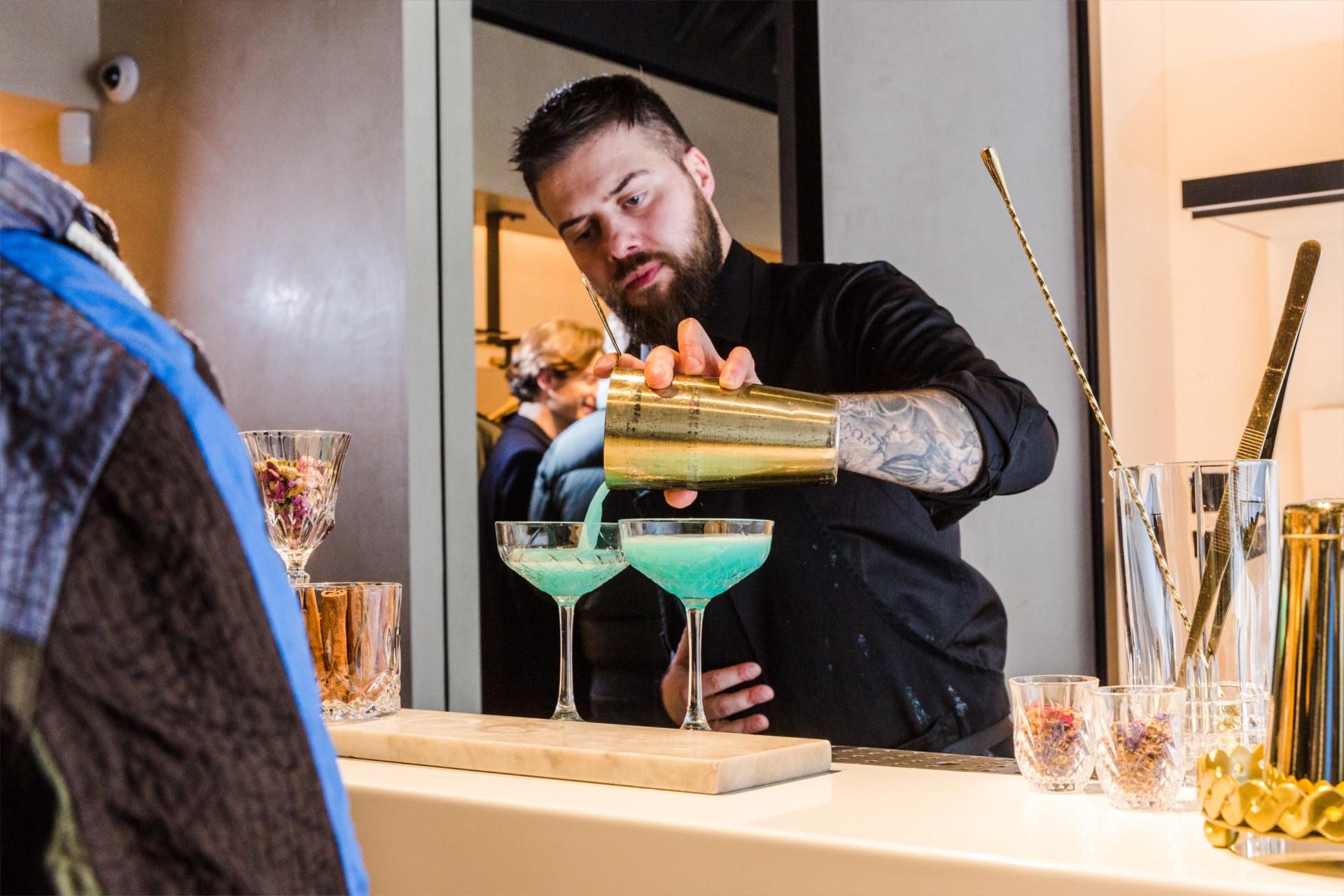 cocktail party · avenue montaigne
