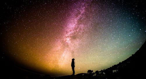 هل خلق الله الكون عن طريق التطور ؟