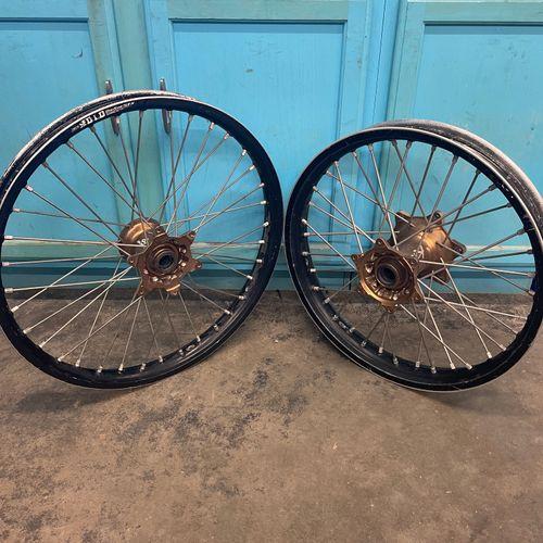 Dubya Wheel Set with Kite Hubs DID Rims Yamaha