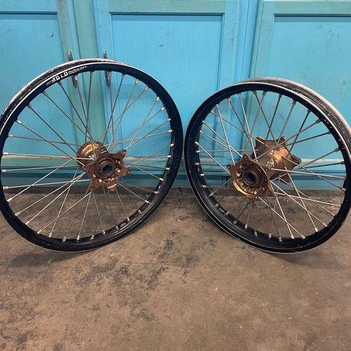Dubya Wheel Set with Kite Hubs DID Rims Yamaha *Damaged*