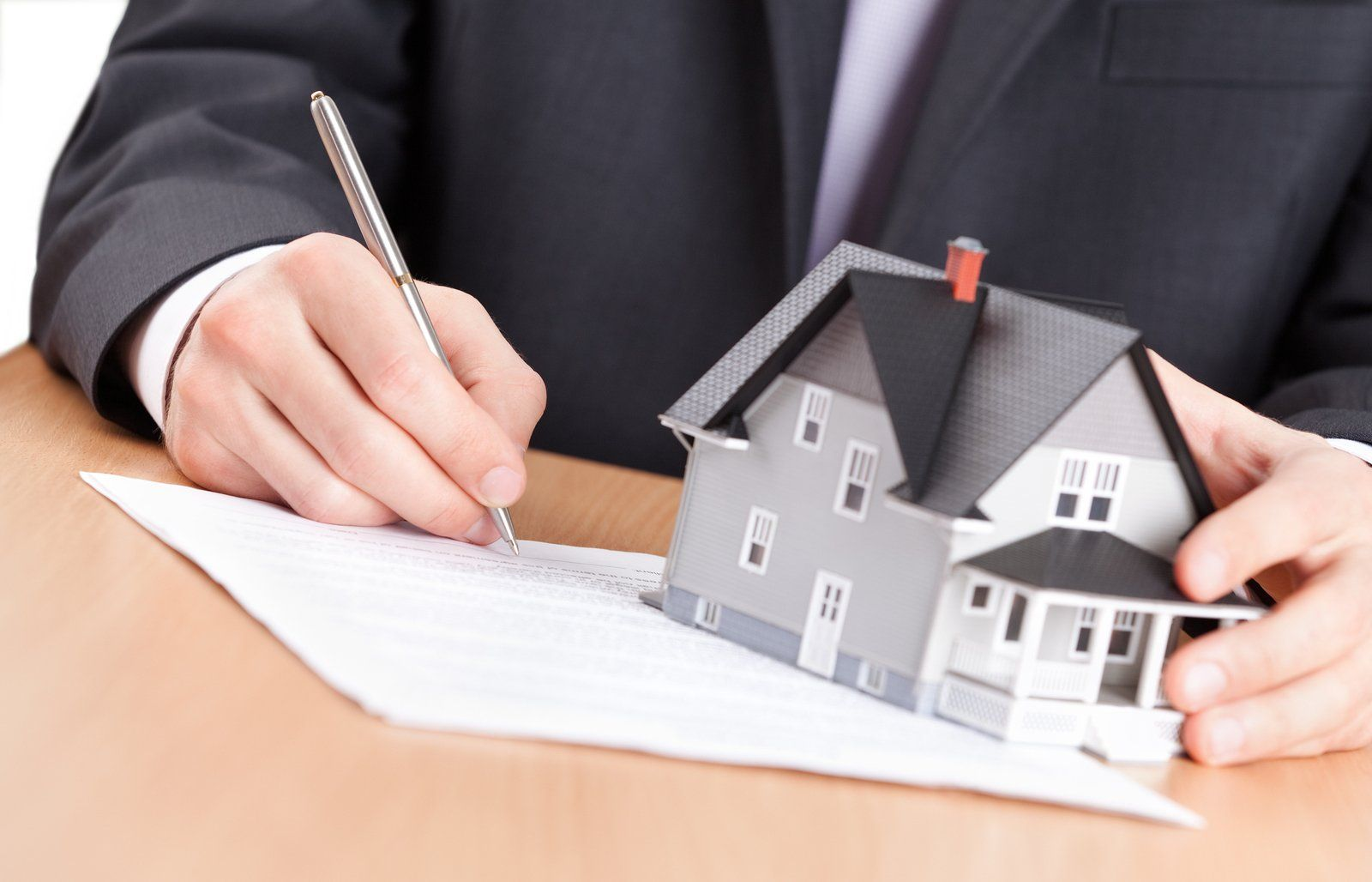 When Is It Time to Hire a Real Estate Lawyer