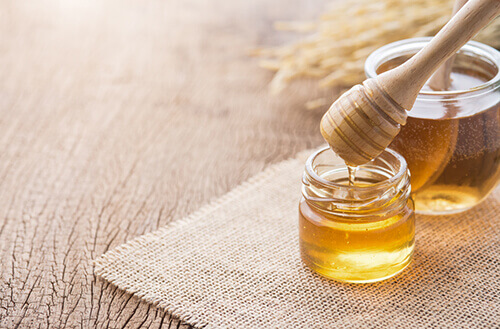 honey to heal the wound