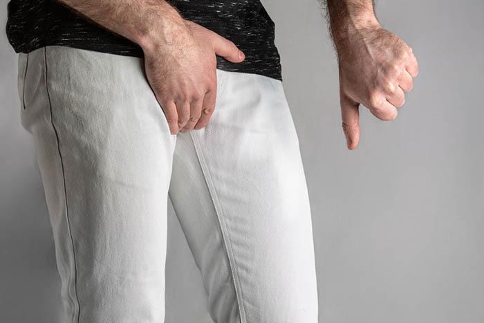 man suffering from balanoposthitis