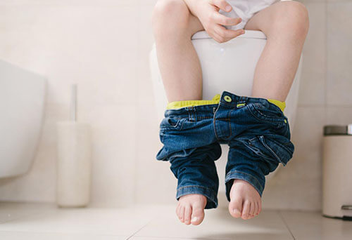 portraying common causes of piles in children
