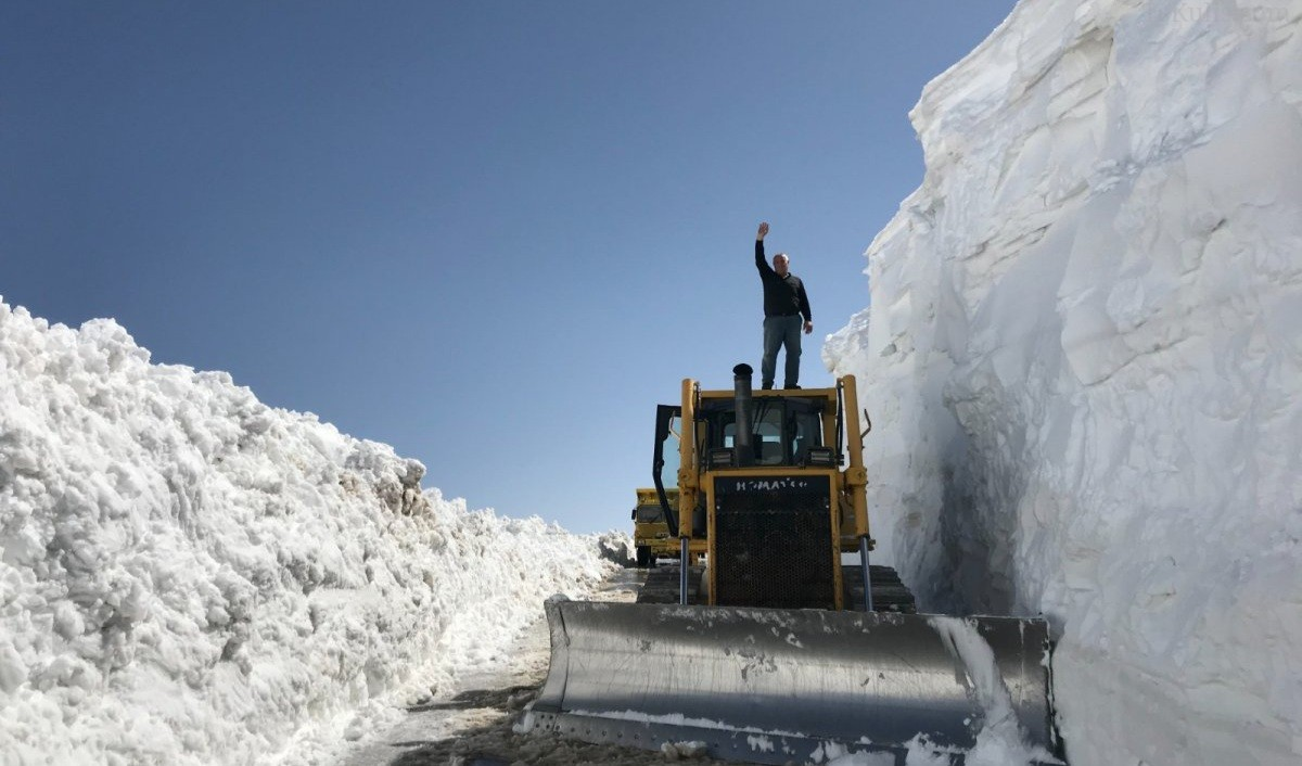 Bayburt'ta Kar Boyu Beş Metreyi Buldu