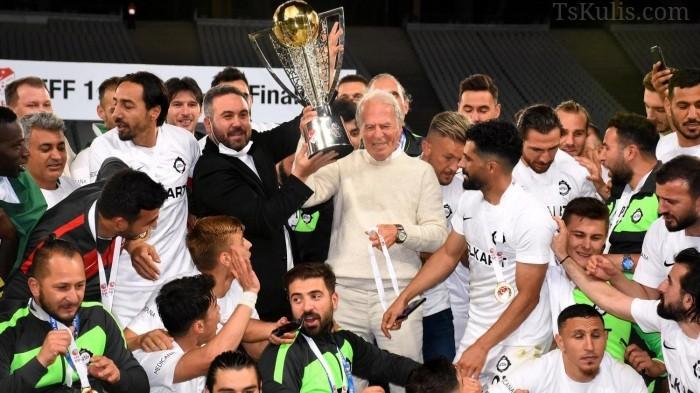 Mustafa Denizli Sözünü Tuttu Altay'ı Süper Lige Çıkardı