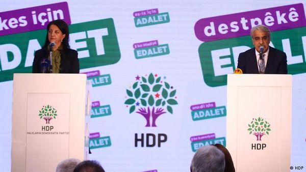 Kaynak: HDP'nin tutum belgesini Pervin Buldan ve Mithat Sancar'ın açıklaması bekleniyor / DW