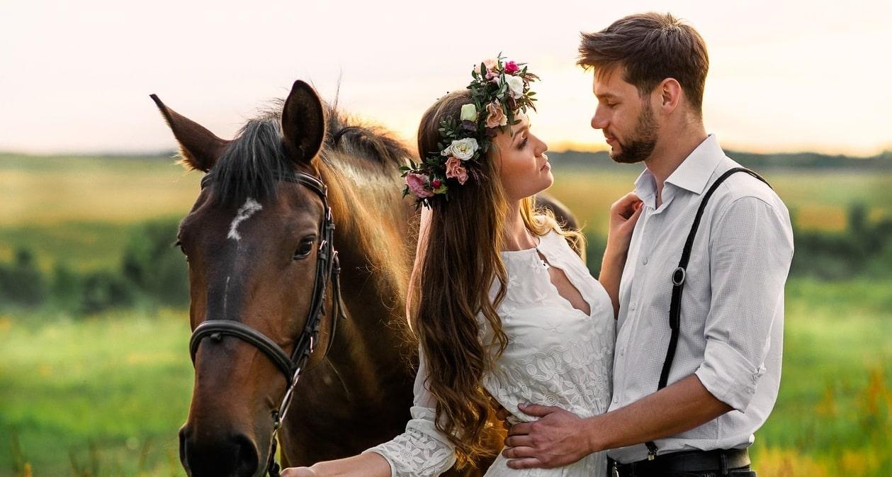 Романтическая прогулка на лошадях для двоих и фотосессия
