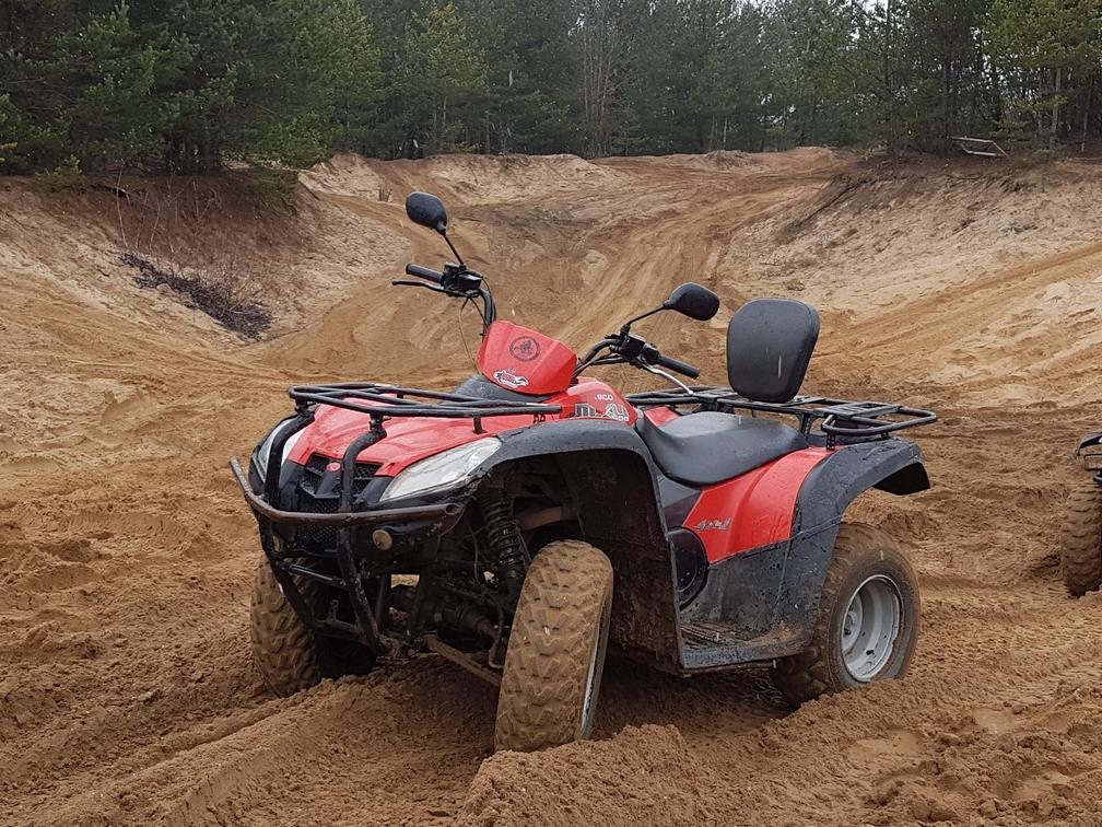 Песчаный карьер: непредсказуемое катание на квадроциклах