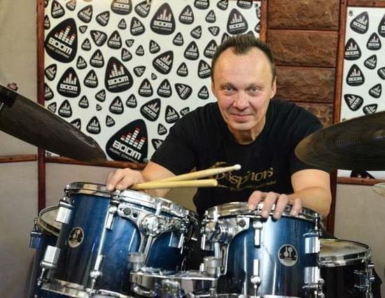 Стать барабанщиком: уроки игры на ударных для самых драйвовых  личностей