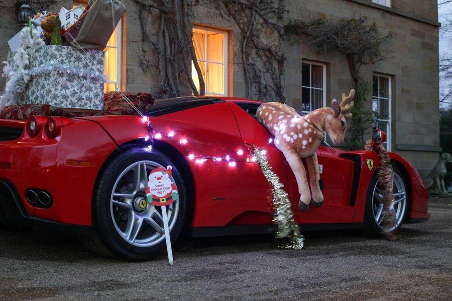 Поздравление Деда Мороза на Феррари