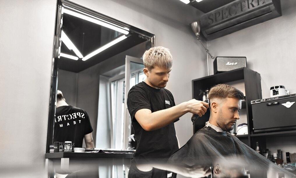 Стрижка, оформление бороды и бритье в Spectre: исключительно для настоящих  мужчин