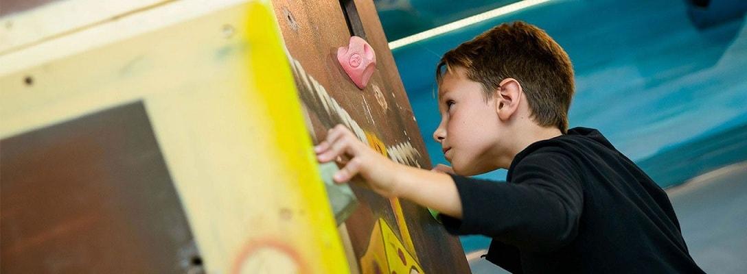 Детский мастер-класс по скалолазанию: и тренировка, и развлечение
