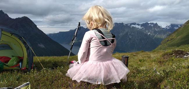 Mina i ballerinakjole på fjellet