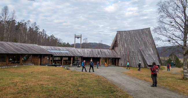 Friluftstunet i Brekko består av varmestue og et kapel