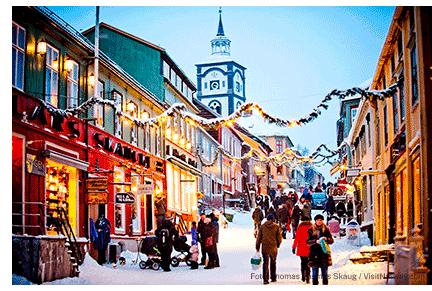 Julepyntet gate i Røros