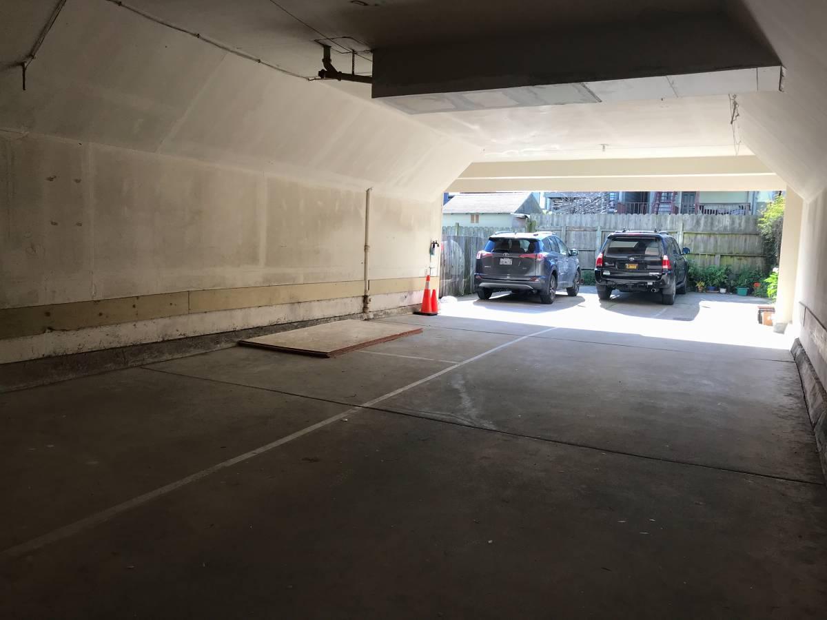 10th Ave - Garage
