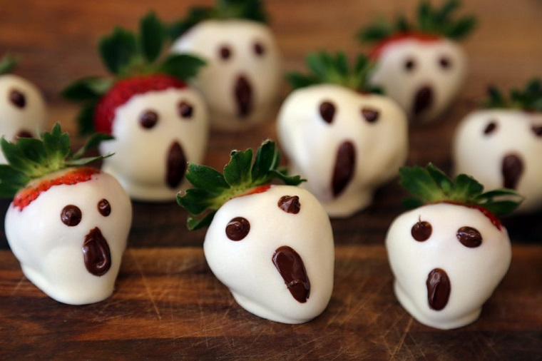 ghost strawberry halloween snack