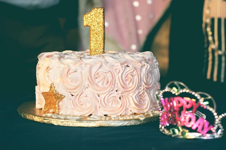 1st birthday cake and happy birthday crown