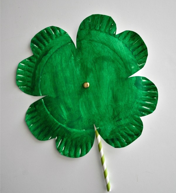 Shamrock Twirler Made from a Paper Plate