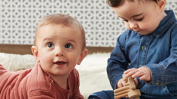 Alt du trenger å vite om babyklær