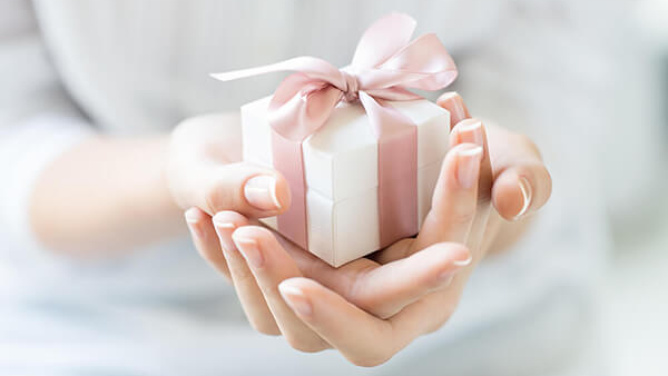 Spoil your partner and show how much you appreciate her with a push gift!