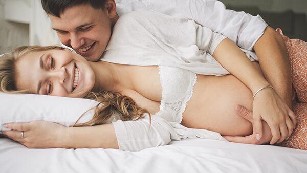 Vinkkejä, keinoja ja hieman opastusta parempaan raskausseksiin