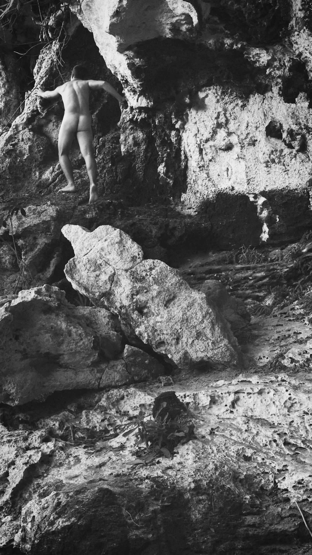 Ernesto Solana, A Chthonic Becoming, 2018, Video, 2''. Cortesía del artista y de Kino