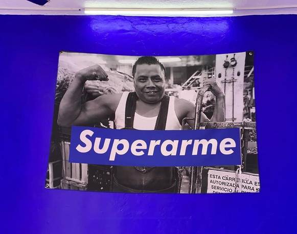 "La obra de arte en la época del branding: Sobre ""Superarme"" de Andy Medina"