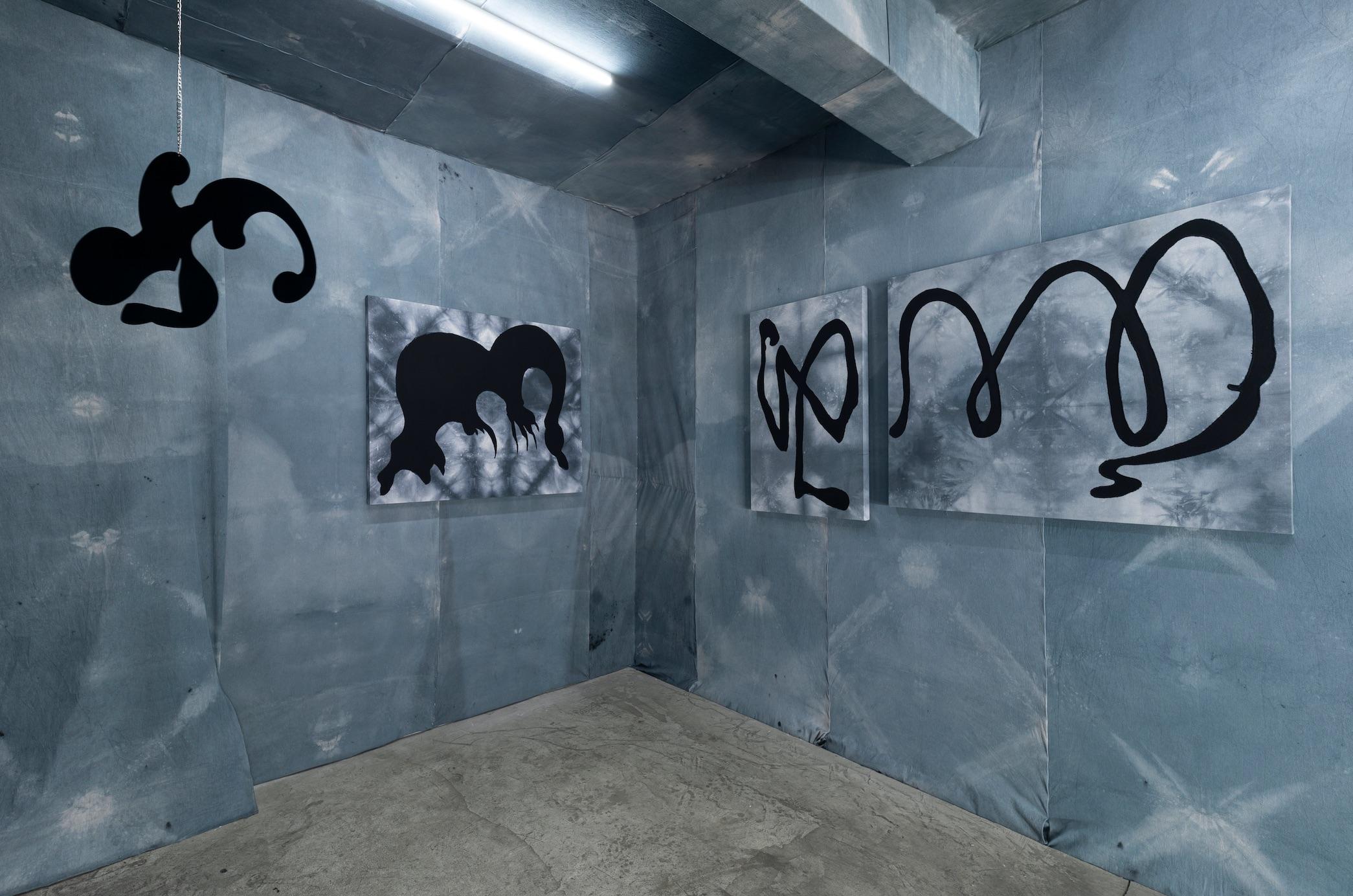 Installation view of Que el día se convierta en noche, Milagros Rojas, Salón Silicón, 2021. Photo: Jordán Rodríguez. Courtesy of the artist and Salón Silicon. Courtesy of the artist and Salón Silicon
