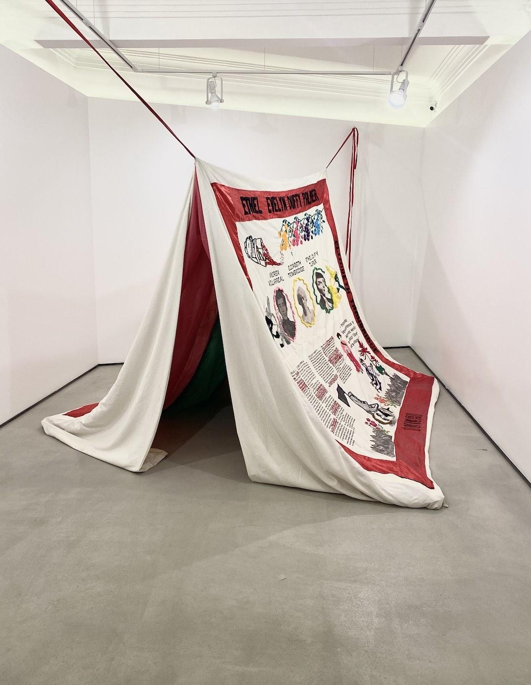 Obra de Eunice Adorno en El universo se encogió en madejas fantasmales. Cortesía de LaNao
