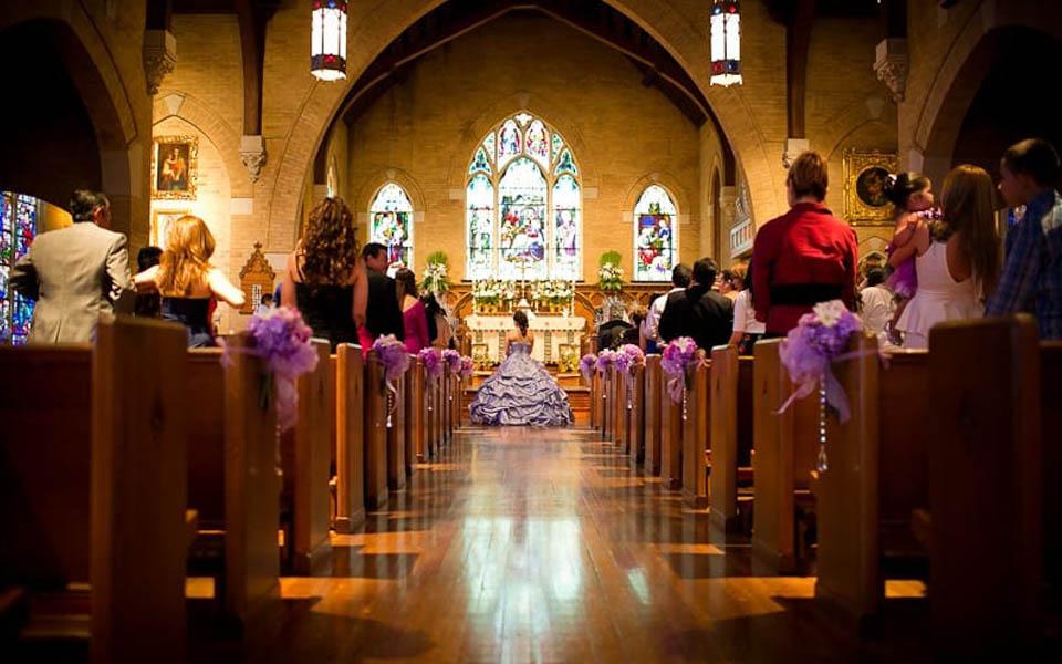 Quinceañera: Aspectos Católicos Y la Misa