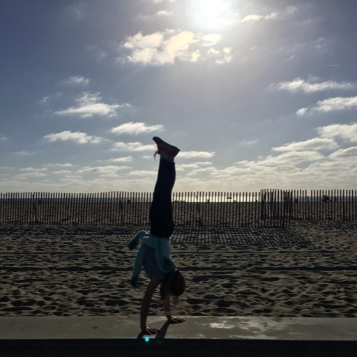 Handstand_On_The_World