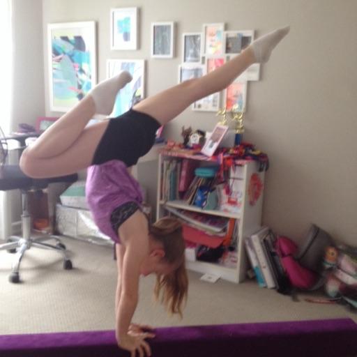 Gymnasticspresshandstandw