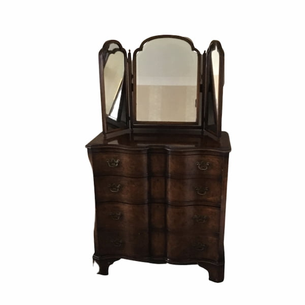 Mahogany dressing table/chest of drawers with free standing mirror.