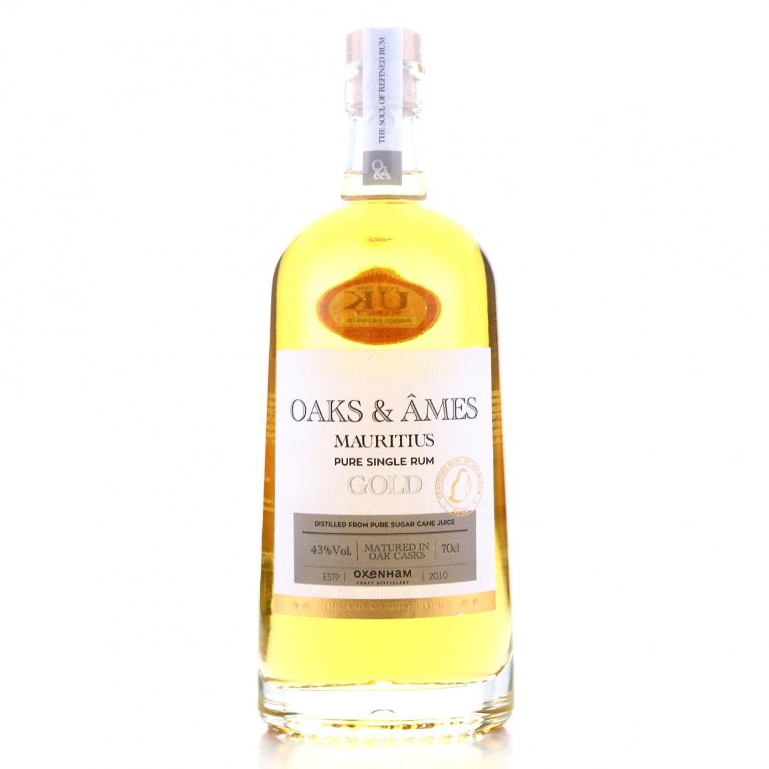 Bottle image of Oaks & Âmes Gold Rum