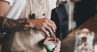 """O que faz um barista? Saiba como o """"sommelier de café"""" é importante para uma bebida de qualidade"""